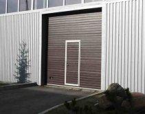 коричневые ворота для промышленных зданий
