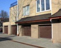 ворота встроенных гаражей в многоквартирном доме