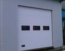 белая модель секционных гаражных ворот